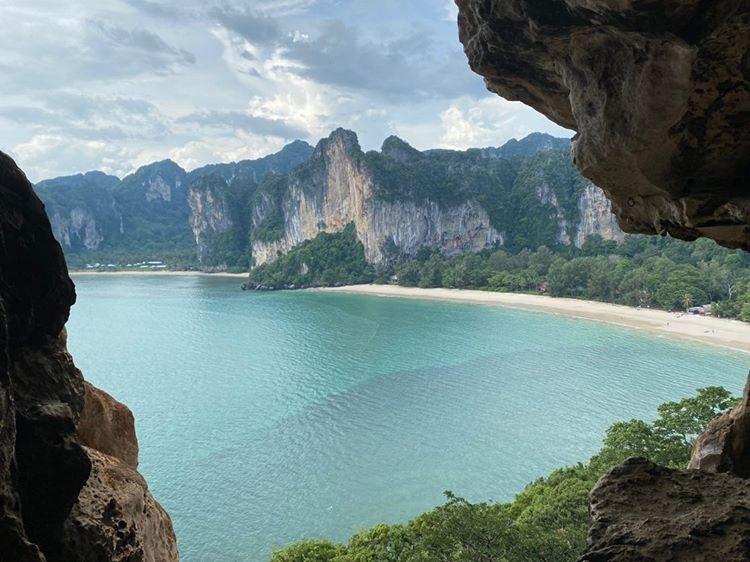พิกัดปักหมุด หาดถ้ำพระนาง วิวสวยๆ บรรยากาศดีๆชมพระอาทิตย์ตกแบบฟินๆจังหวัดกระบี่